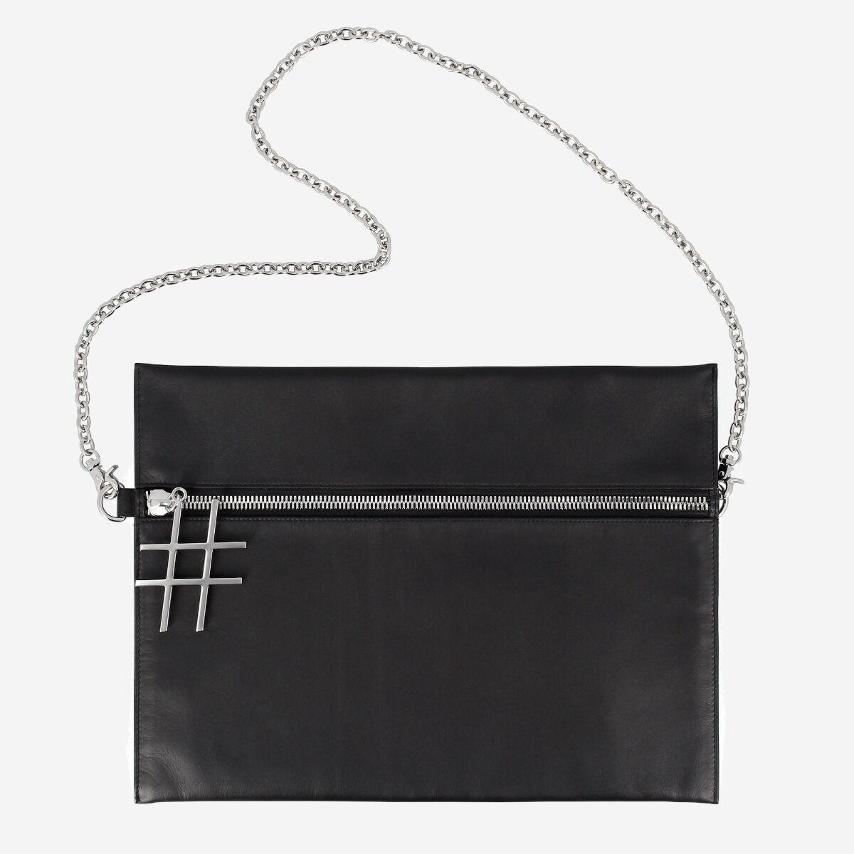 borsa nera a tracolla con catena